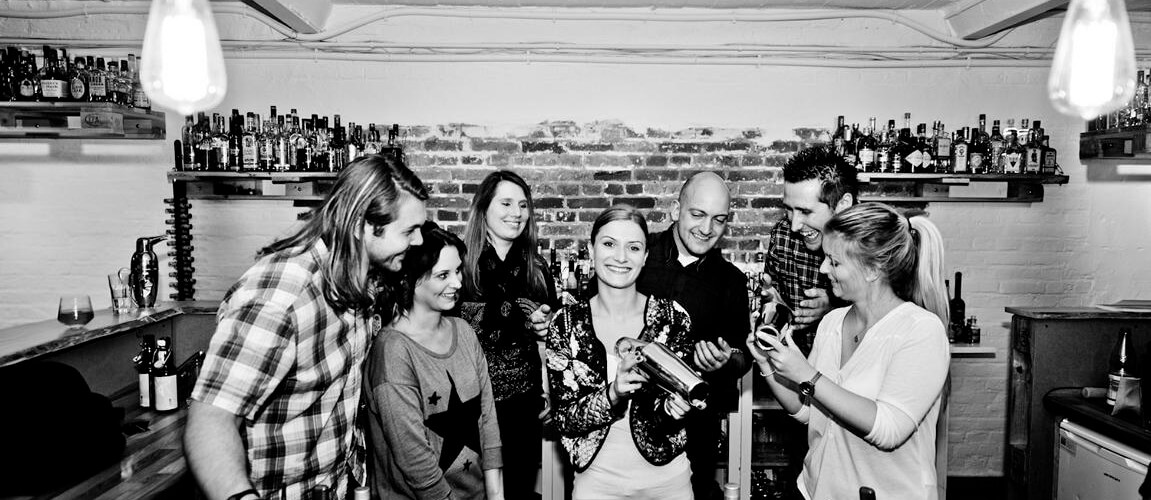 Cocktails selbst mixen lernen - Cocktailkurs - IN-LIVE Cocktailschule Frankfurt